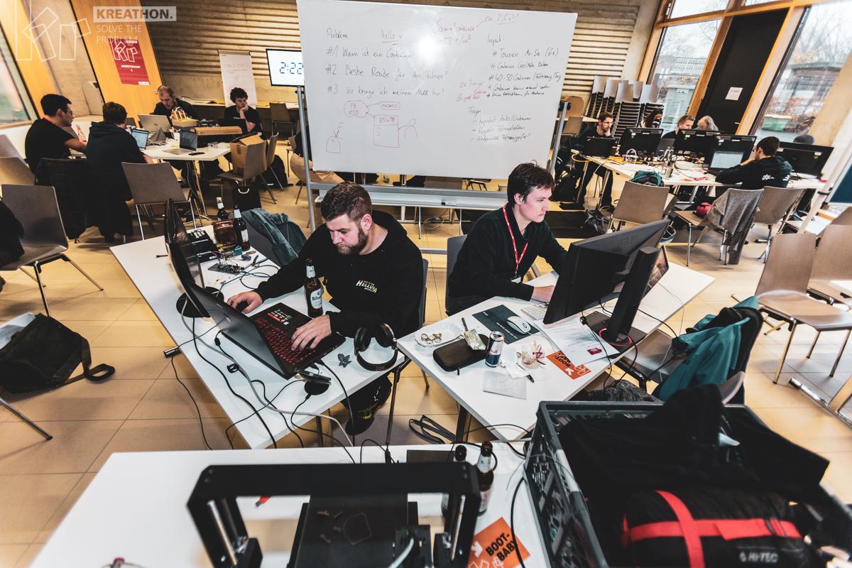 Kreathon Krefeld 2018, Teilnehmer arbeiten an Bildschirm